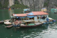 浮动的越南村庄 免版税库存图片