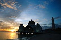 浮动的马六甲清真寺海峡 免版税库存图片