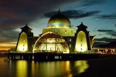 浮动的马六甲清真寺海峡 图库摄影