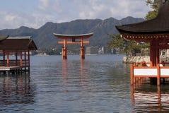 浮动的itsukushima神道圣地 库存照片