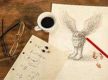 浮动磁头、一杯咖啡和与数学公式的板料 免版税库存照片