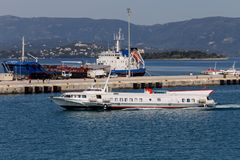 浮动船水翼艇希腊,科孚岛海岛  免版税库存图片