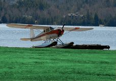 浮动飞机 库存照片