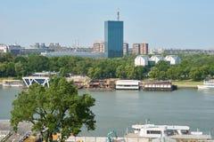 浮动餐馆和俱乐部在萨瓦河在贝尔格莱德 免版税图库摄影