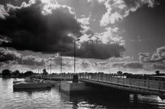 浮桥。 免版税库存照片