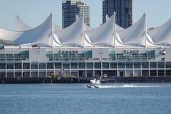 浮游物平面离开在温哥华,加拿大 库存照片
