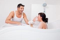 浴夫妇 库存图片
