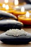 浴对光检查优美的盐温泉石头 免版税图库摄影