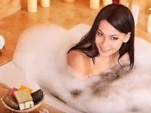 浴泡影采取妇女 免版税库存照片