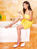 浴泡影采取妇女 库存图片