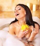 浴泡影采取妇女 免版税图库摄影