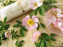 浴精华通配花的玫瑰 免版税库存照片
