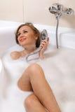 浴缸松弛妇女 免版税图库摄影