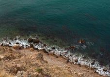 海†‹â€ ‹波浪洗涤小卵石黄色海滩  图库摄影