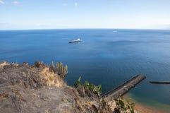 海†‹与特内里费岛小船的†‹ 库存照片