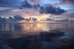 海†‹在日落马尔代夫的†‹ 库存图片