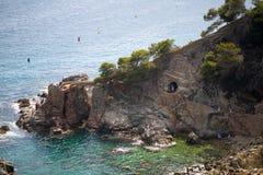 海、太阳和岩石照片 免版税库存照片