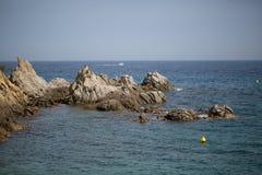 海、太阳和岩石 库存照片