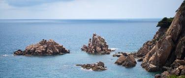 海、太阳和岩石 免版税库存图片
