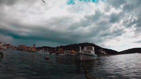 海、小船和海岛Timelapse  Tisno,克罗地亚 股票视频