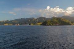 海、山、天空和云彩 克莱尔谷、圣徒Visent和石榴汁糖浆 免版税库存照片