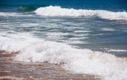 海、沙子和海在海滩挥动 免版税图库摄影