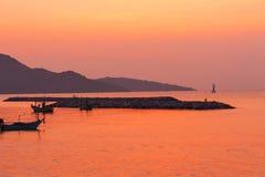 海上的日出 颜色太阳的品种和颜色 免版税库存图片