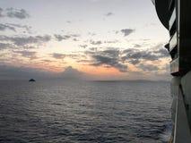 海上的日落从游轮 库存图片
