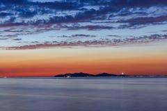 海上的日落有美丽的天空的 免版税库存图片