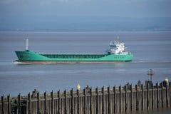 海上的货物货轮布里斯托尔渠道的 免版税库存图片