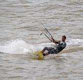 海上的风筝冲浪者 图库摄影