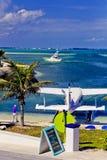 海上飞机在Elbo岩礁, Abaco,巴哈马靠岸了 库存照片