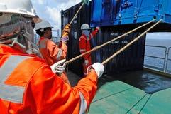 海上钻机的工作者 免版税图库摄影