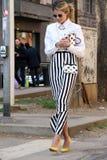 海伦娜bordon Streetstyle米兰,米兰时尚星期秋天冬天2015 2016年 库存图片