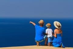 海假期的家庭 库存照片