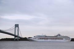 海公主游轮在World Cruise公主期间的纽约港口2013年 免版税库存照片