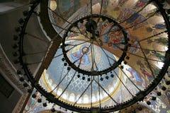 海军大教堂内部在Kronstadt,俄罗斯在冬天多云天 库存照片