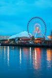 海军码头在夜间的芝加哥 免版税库存照片