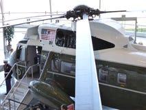 海军陆战队员一直升机主转翼刀片在罗纳德・里根图书馆的在Simi谷 免版税库存图片