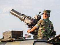 海军陆战队员和坦克与大炮在皇家泰国海军,梭桃邑海军基地,春武里市,泰国军事游行  库存图片
