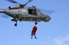 海军直升飞机营救使命 免版税库存图片