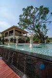 海南屯昌天湖半岛俱乐部大道丑恶的鸭子喷泉 免版税图库摄影
