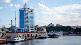 海口和旅馆在傲德萨,乌克兰 免版税库存照片