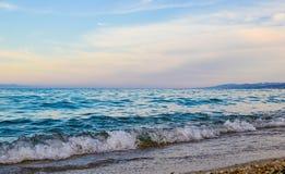 海和天空在日落 美好的横向 免版税库存图片