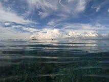海和天空风景 在水线上 海洋双重背景 免版税库存图片