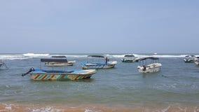 海和小船 免版税库存照片