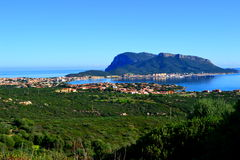 海和山在撒丁岛 免版税库存照片