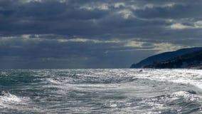 海和山在日落 股票视频