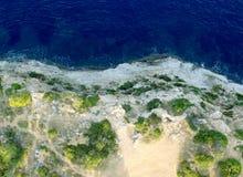 海和山景从高度 免版税库存照片