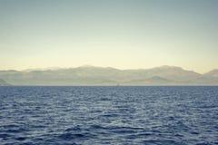 海和山风景 库存照片